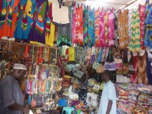 Esplosione di colori in una bottega di Abidjan!